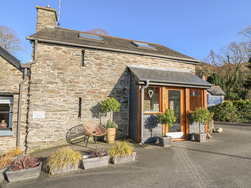 EFAIL BACH, open-plan, exposed beams, traditional features, in Machynlleth, Ref, vacation rental in Machynlleth