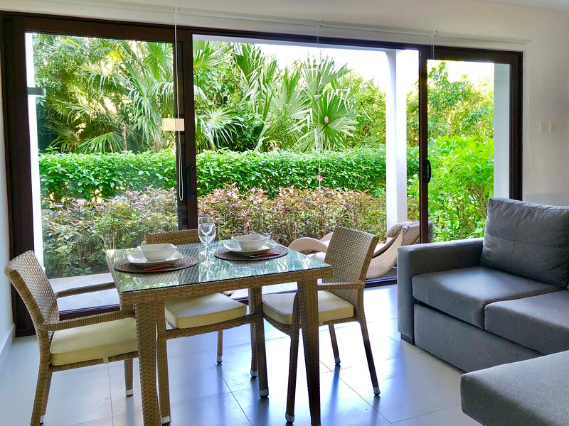 PRIVATE CONDO WITH RESORT AND GOLF SPECIAL RATES!, vacation rental in Chacalal