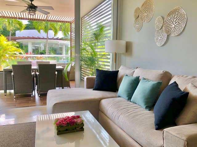 GROUND FLOOR CONDO WITH POOL VIEW & RESORT ACCESS, vacation rental in Chacalal