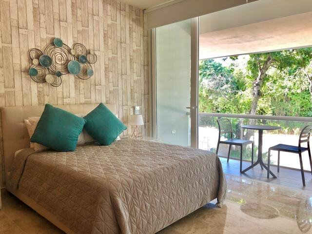 2 BEDROOMS CONDO WITH POOL VIEW IN RESORT GROUNDS, vacation rental in Chacalal