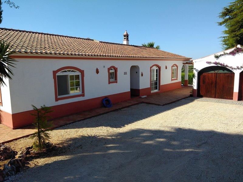 Belle maison dans une ferme avec piscine – semesterbostad i Silves