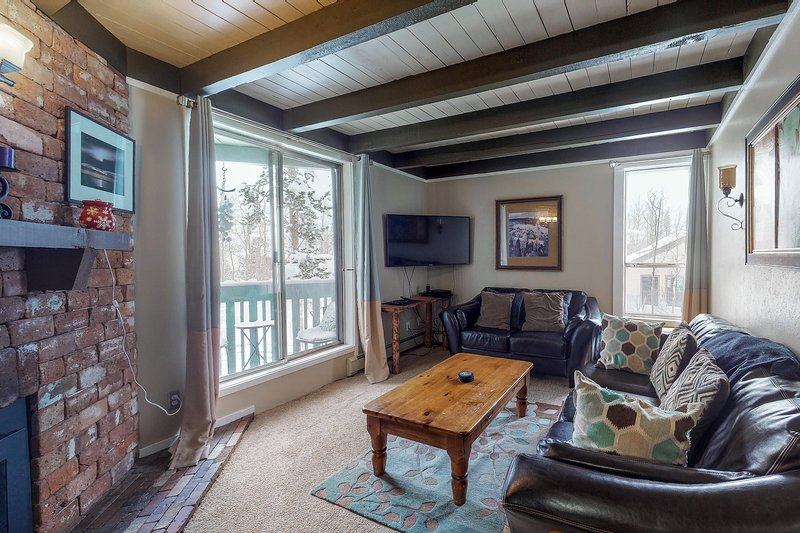 Family-friendly condo w/ shared pool, hot tub, game room, & fitness room, location de vacances à Silverthorne