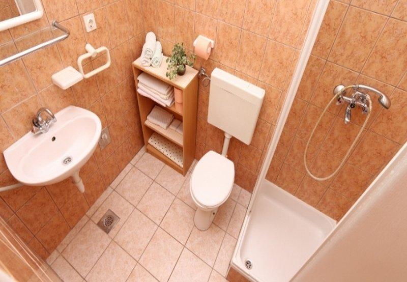 SA3 (2): salle de bain avec WC