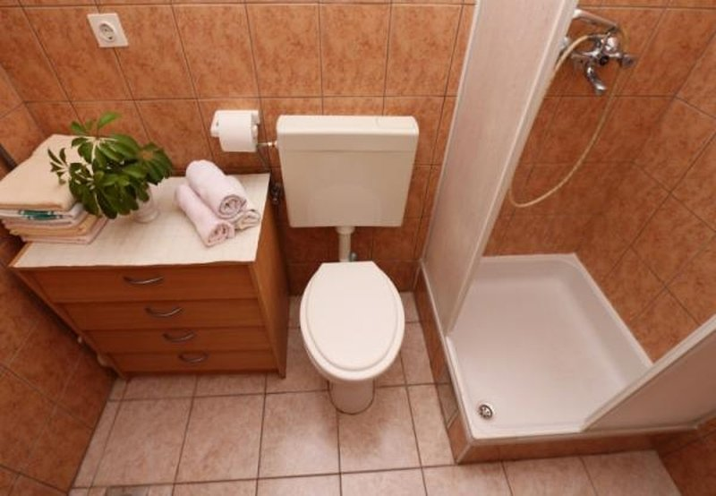 A1 (2 + 2): salle de bain avec WC