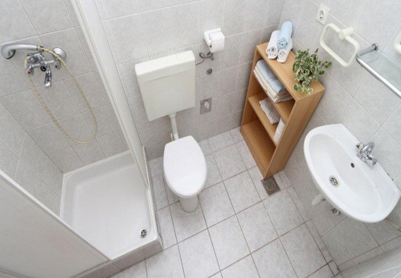 SA4 (2): salle de bain avec WC