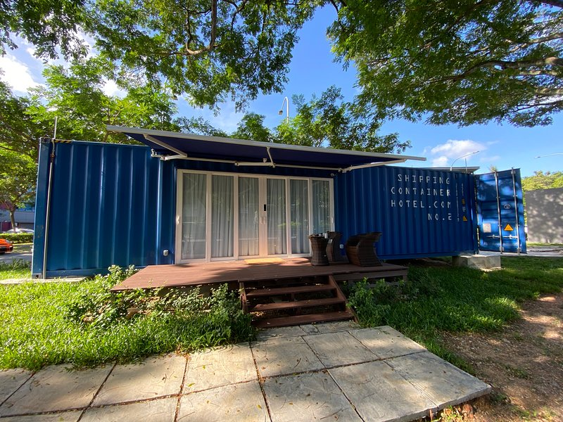 Shipping Container Hotel Block 81 Ayer Rajah Crescent, holiday rental in Singapore