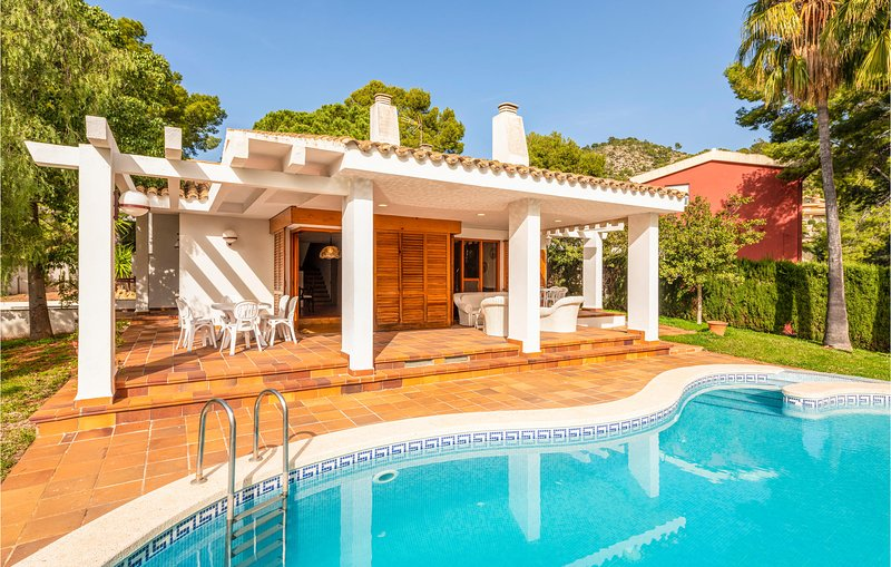 Nice home in Benicàssim with Outdoor swimming pool, WiFi and Outdoor swimming p, alquiler vacacional en El Grao