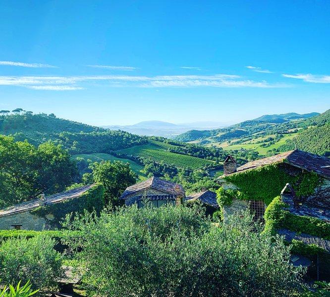 Vistas deslumbrantes da Casa San Gabriel, descendo o vale em direção a Assis