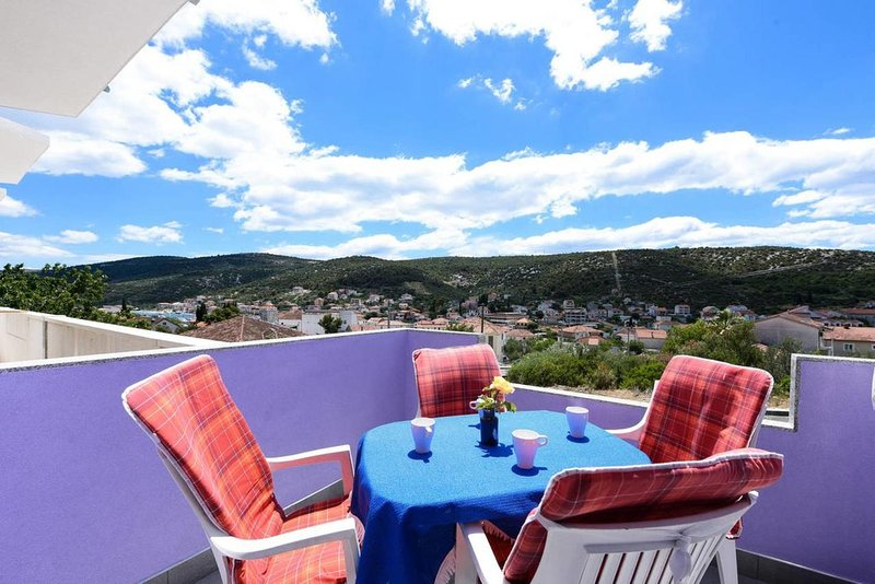 Vinisce Apartment Sleeps 4 with Air Con - 5829432, holiday rental in Gustirna