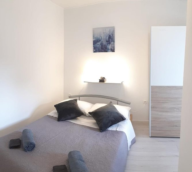 Vinisce Apartment Sleeps 4 with Air Con - 5829433, holiday rental in Gustirna