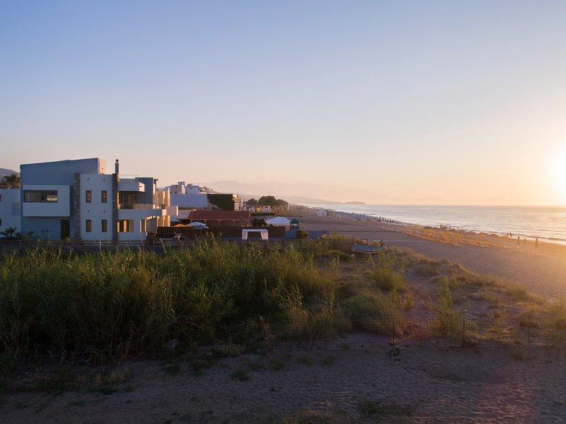 Villa al Mare.The sea at your feet!, holiday rental in Adelianos Kampos