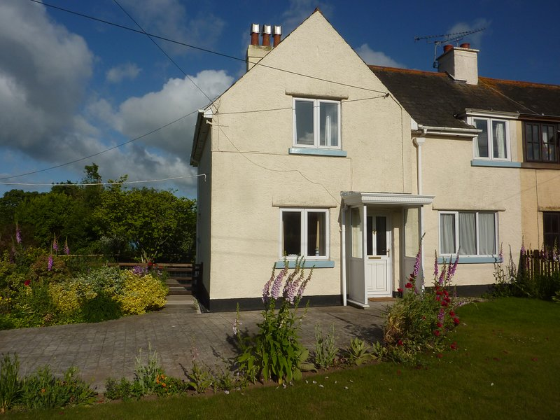 Sparrows Nest cottage, Dawlish.  Open country views. Near beaches and walks., vacation rental in Dawlish