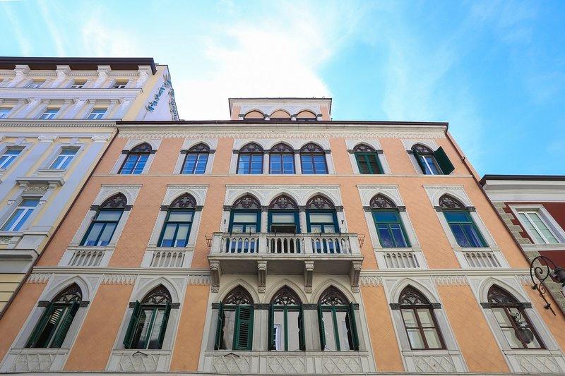 Mansardina inn Centro, holiday rental in Grignano