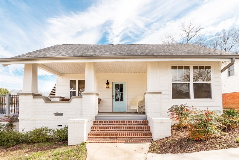 Midtown & McAdoo -  3 bedroom luxury space within walking distance to over 20 lo, holiday rental in Greer