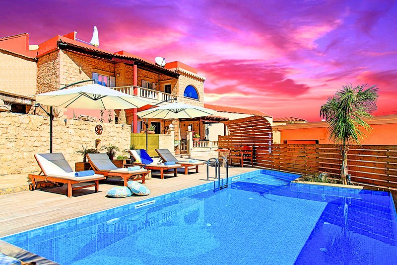 Casa Belvedere with Private Pool and Jacuzzi, vacation rental in Apokoronas