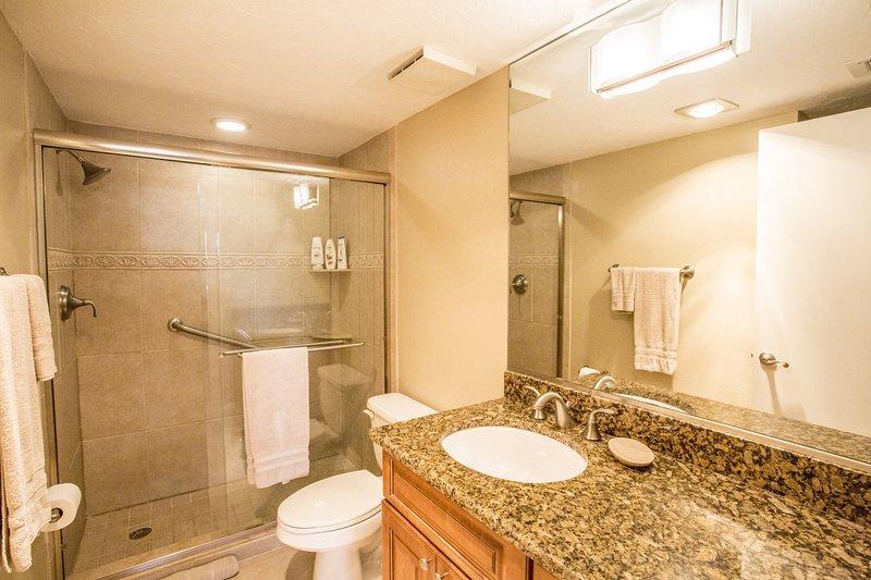 Interni, Camera, bagno, doppio lavandino, pavimenti