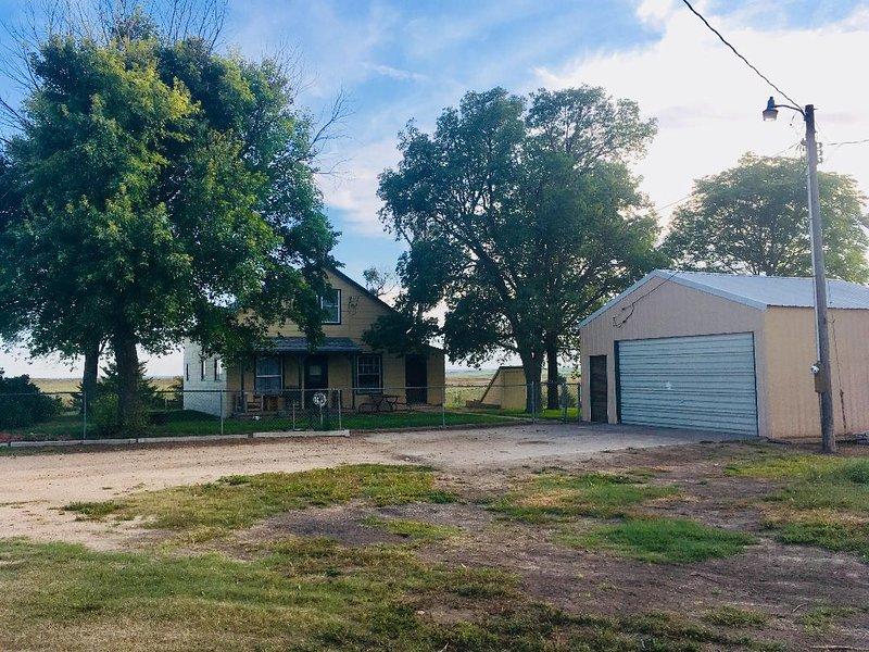 Bobwhite Perch Rustic Farmhouse Retreat, holiday rental in Nebraska
