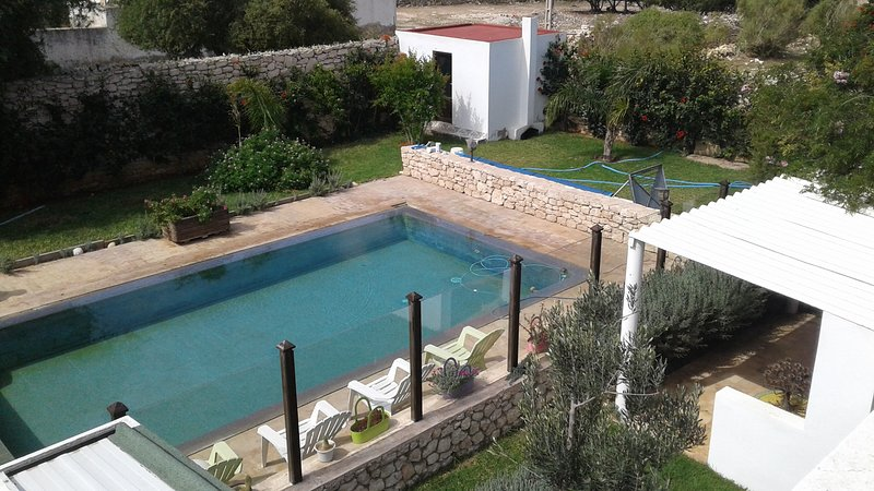 Spacious villa with swimming-pool, alquiler de vacaciones en Ghazoua