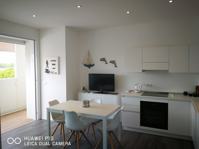 Nuovo appartamento in centro a 100mt dal mare, casa vacanza a Lido di Jesolo
