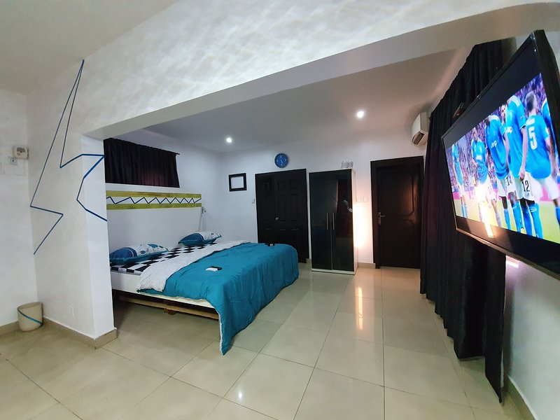 Ikeja Short-lets Lagos 1 Bedroom Penthouse Apartment, holiday rental in Lagos State