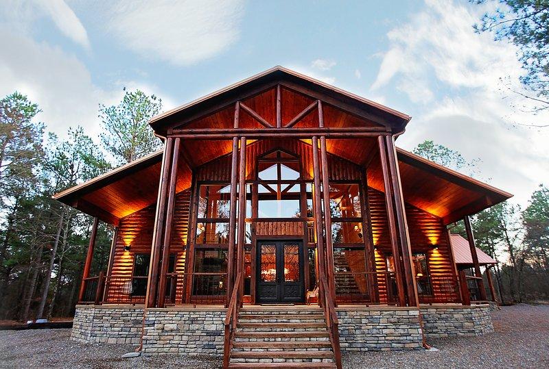 Painted Deer Lodge - Luxury in the Heart of Hochatown, vacation rental in Broken Bow