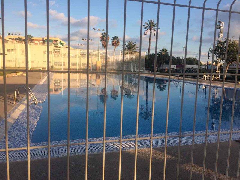 Amazing apartment with shared pool, location de vacances à Estivella
