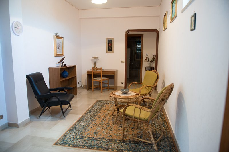 Beautiful apartment with terrace, holiday rental in Salemi