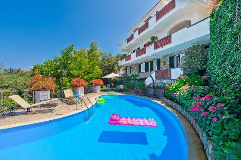 Marina di Puolo Villa Sleeps 10 with Pool and Air Con - 5829168, vacation rental in Marina di Puolo