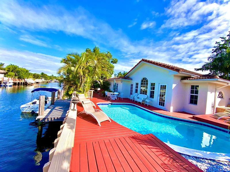 Villa Coral Ridge, heated pool , waterfront, deck and dock, – semesterbostad i Lauderdale by the Sea