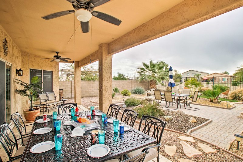 NEW! San Tan Mountain Retreat w/Yard + Pool Access, location de vacances à San Tan Valley