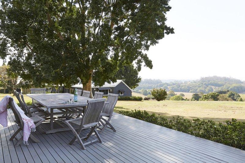 Byron Bay Luxury Holidays - Bhadra Farmhouse, vacation rental in Ballina Shire