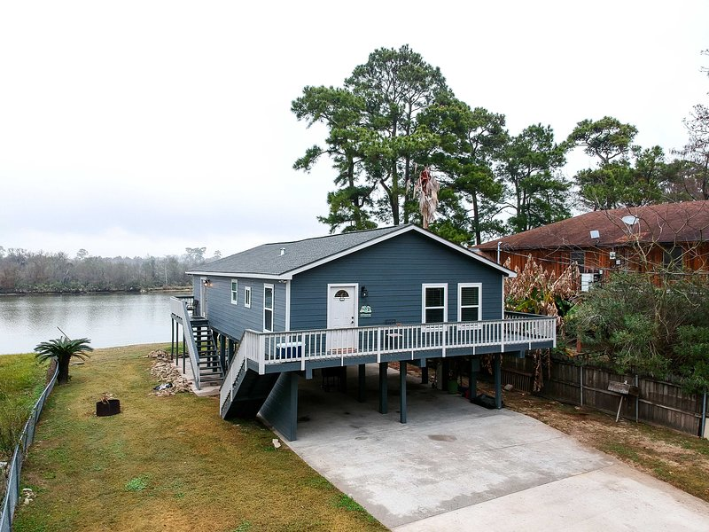 NEW! San Jacinto River Home w/ Private Boat Slip!, holiday rental in Highlands
