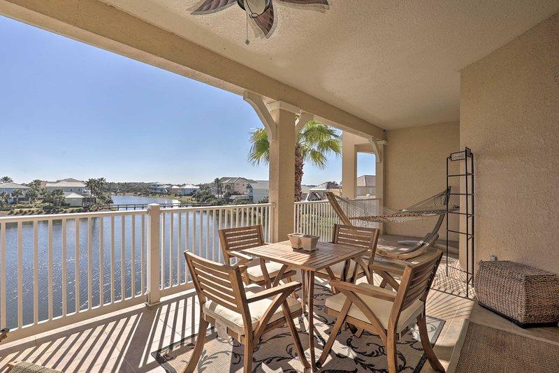 NEW! Resort Condo w/ Private Beach Access + Pool!, location de vacances à Palm Coast
