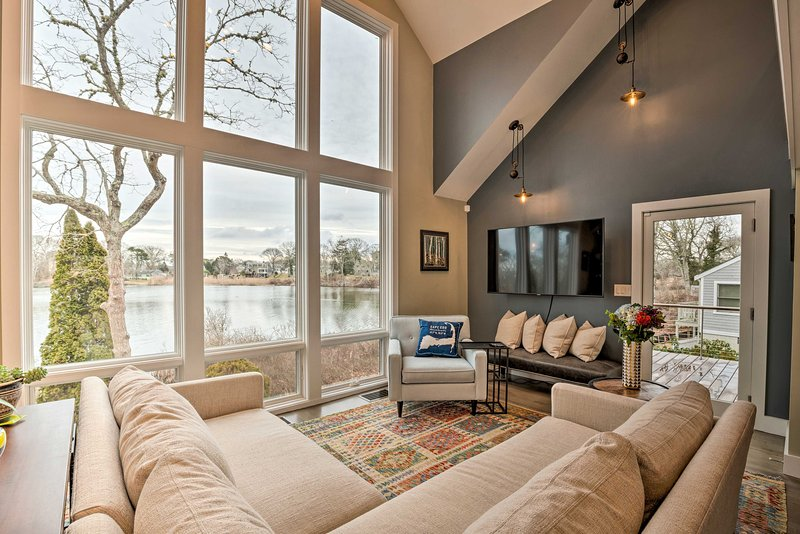 NEW! Waterfront Getaway - 1 Mile to Ferry & Beach!, holiday rental in Hyannis