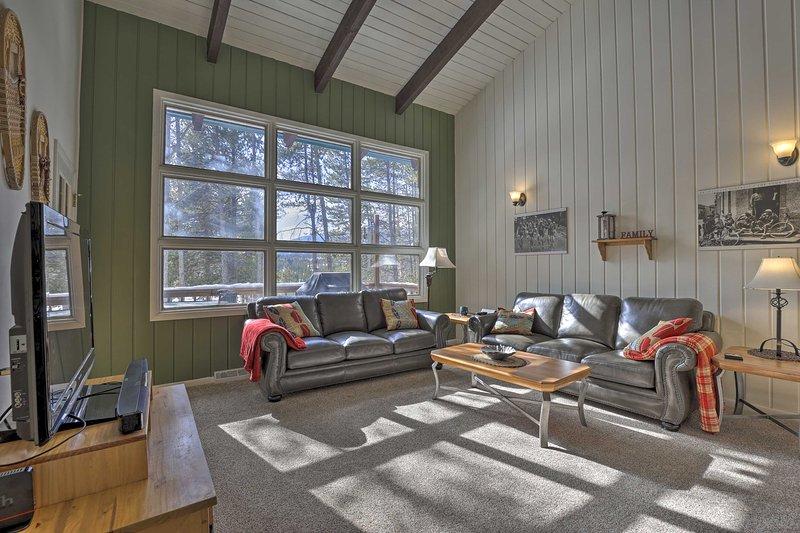 NEW! Spacious Mountain Retreat 12Mi to Winter Park, location de vacances à Tabernash
