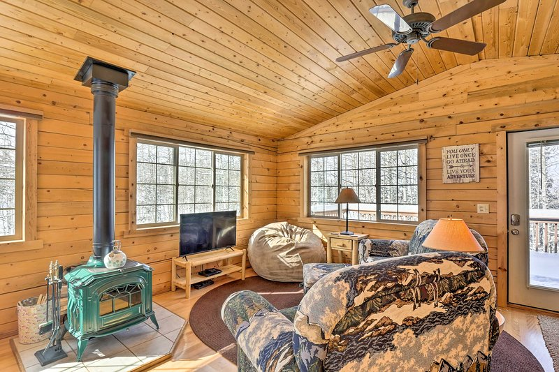 NEW! Como Getaway w/Large Deck, Hike & Fish Nearby, holiday rental in Jefferson