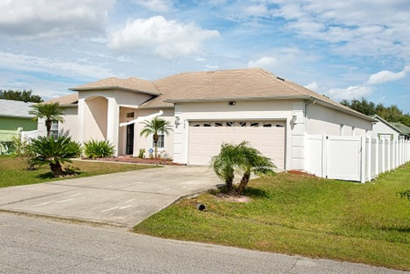 10% Discount for our house near Disney/Universal Studios/Sea World n many more!!, vacation rental in Poinciana