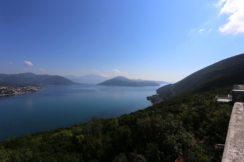 Villa T: 3 bedroom, 2 bathroom villa with pool & stunning sea-views, vacation rental in Herceg-Novi Municipality