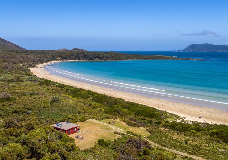 Bruny Island - Cloudy Bay Cabin, vacation rental in South Bruny