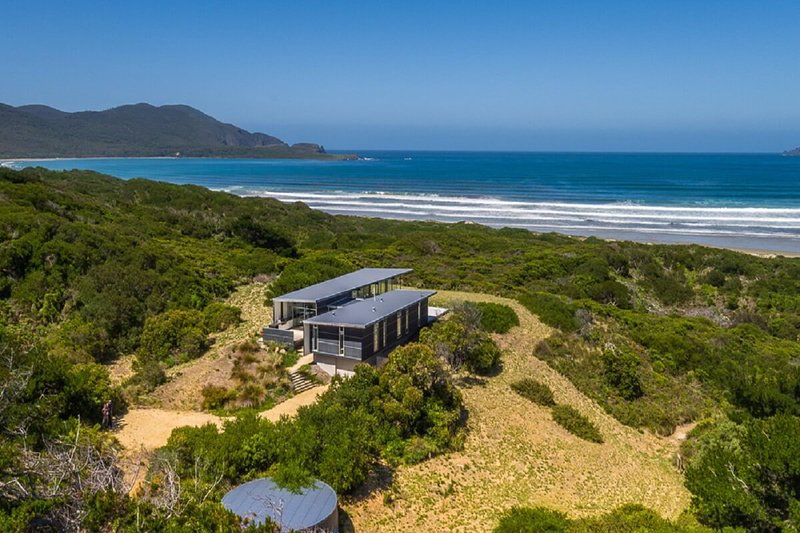 Bruny Island - Cloudy bay Beach House, holiday rental in Dover