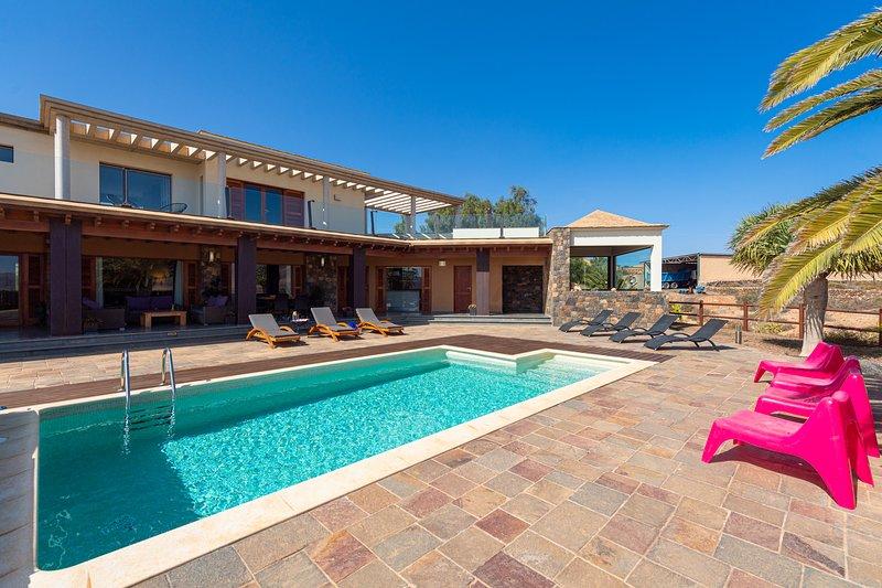 Casa Atlanntes: piscina climatizada, jardín de 4000m², location de vacances à Triquivijate