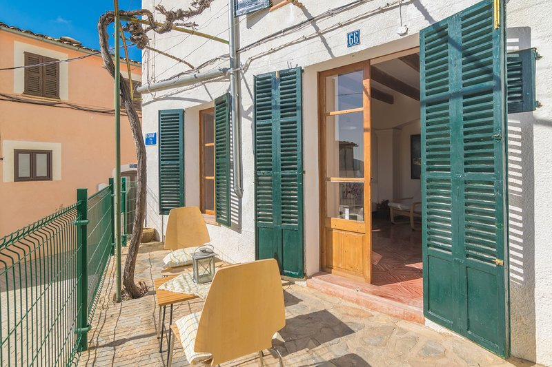 CAN TORRÉ - Chalet for 3 people in Andratx, holiday rental in Sant Elm