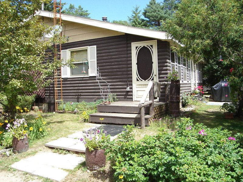 Bon Echo Cottage, holiday rental in Lennox and Addington County