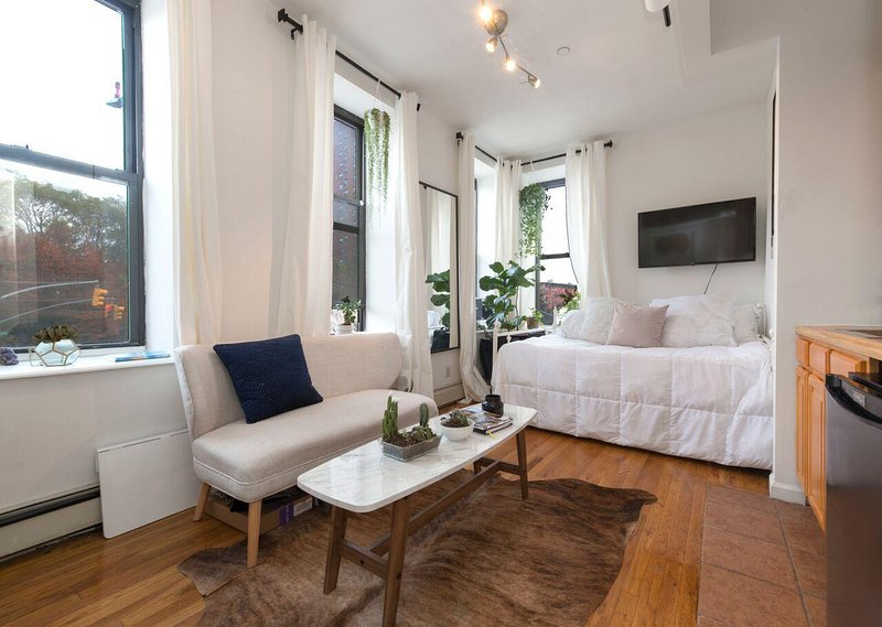 Sunny Apartment in the East Village, vakantiewoning in New York