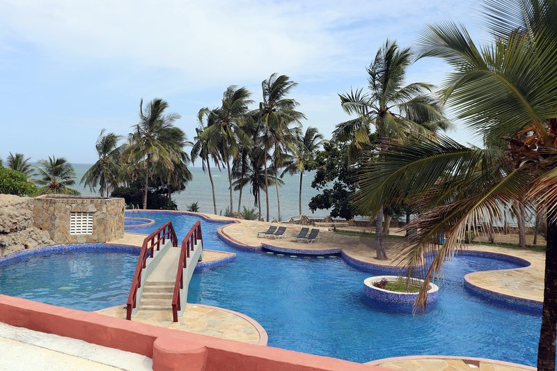 2 Bedroom Apartment with Pool and Views, vacation rental in Shanzu