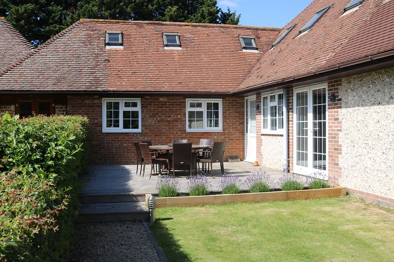 Flintstone Cottages  The Cottage Can Sleep An Additional 2 Guests, holiday rental in Chichester