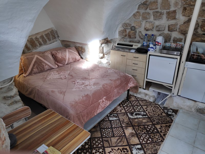 Private Cozy Studio in the heart of Bethlehem Old City, holiday rental in Dead Sea Region