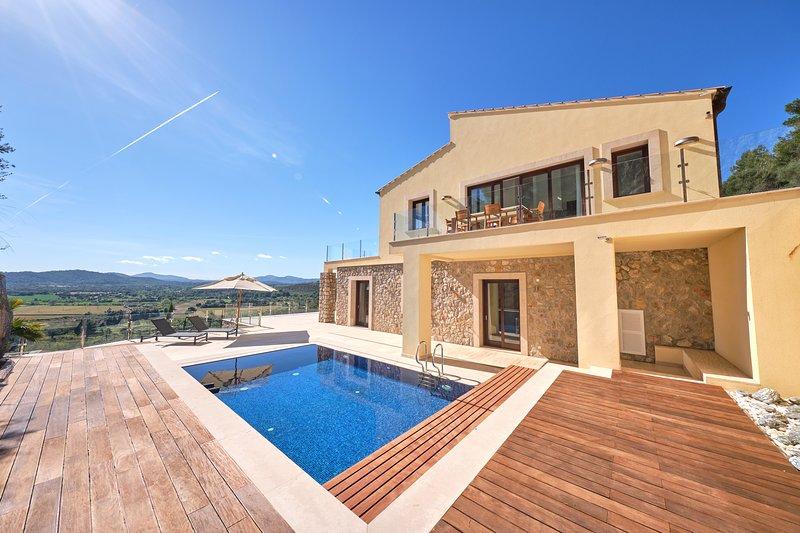 Villa Diamond by Cap Vermell Estate, holiday rental in Font de Sa Cala