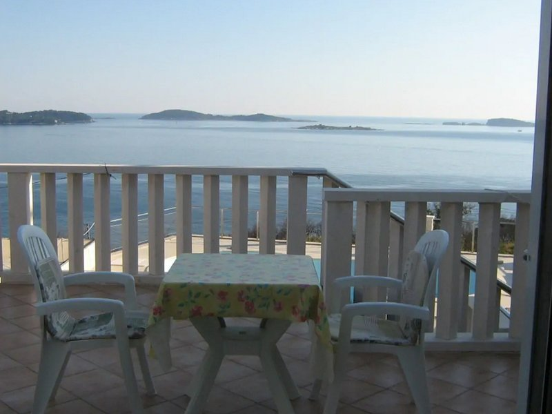 Apartments Blue Chill - Comfort One-Bedroom Apartment with Balcony and Sea View, holiday rental in Soline