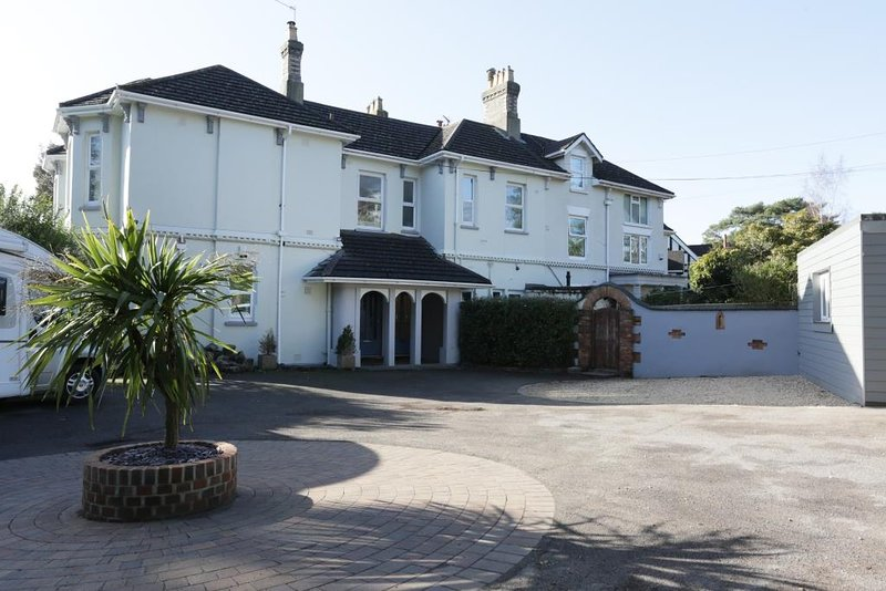 BOURNECOAST: APARTMENT IN TOWN CENTRE AREA CLOSE TO THE SANDY BEACHES - FM6286, holiday rental in Bournemouth